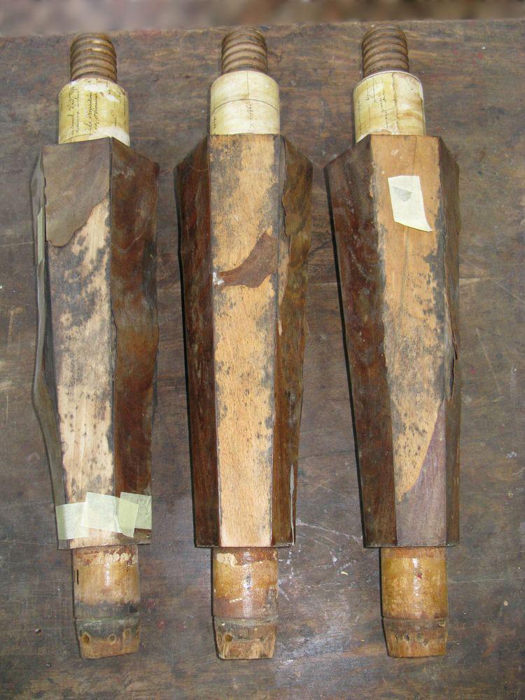 Voici les pieds de piano après avoir retiré les bronzes.
