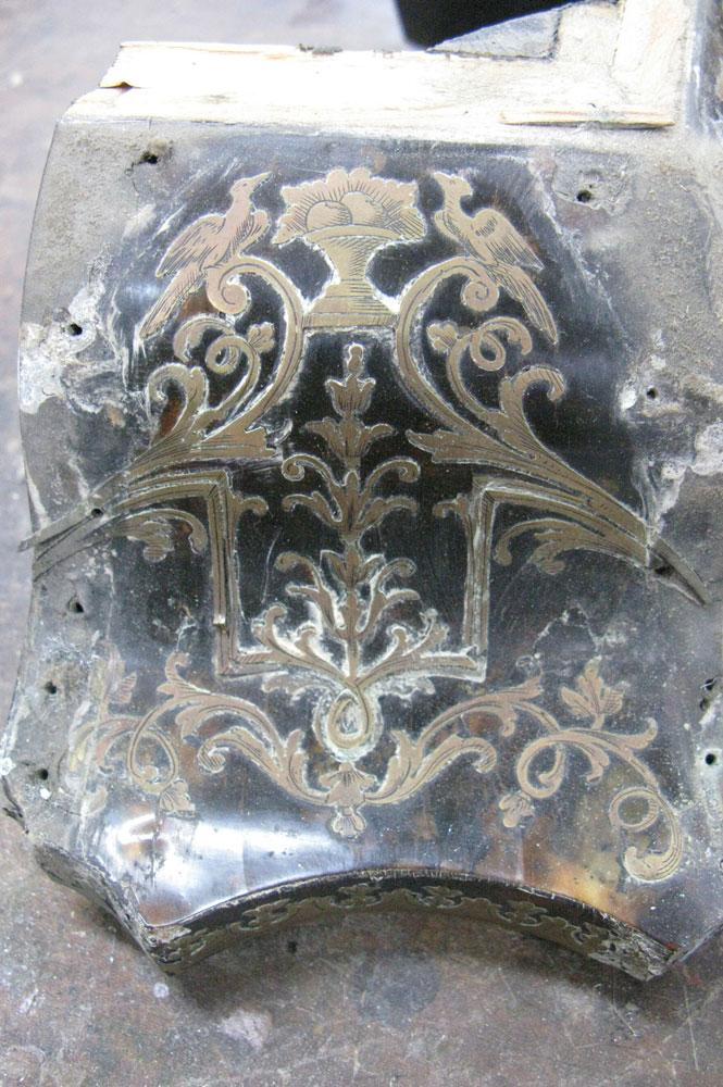 Vue du côté gauche du chapeau après avoir retiré les bronzes.
