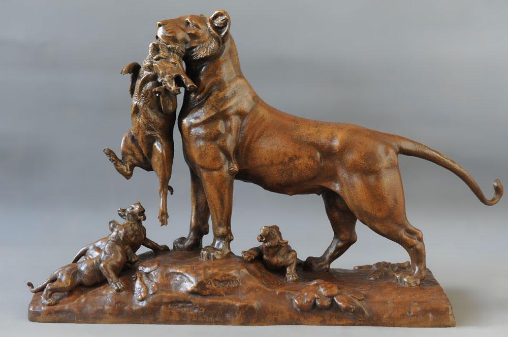 Vue du bronze d'Auguste Cain après restauration.