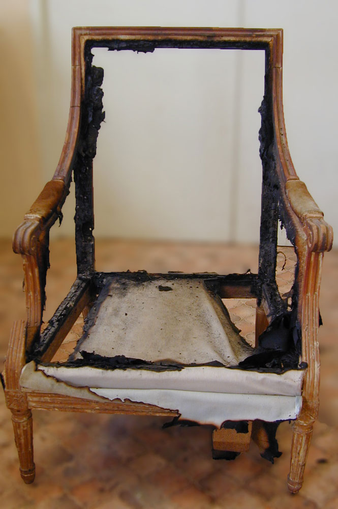 Bergère Louis XVI très endommagé par un incendie.